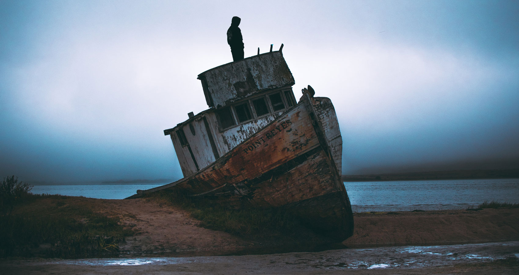 The Shipwrecked, poetry written by Luiz Syphre at Spillwords.com