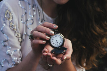 MINUTES, poetry written by Anahit Arustamyan at Spillwords.com