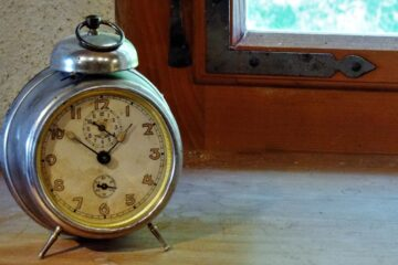 Tick Tock, micropoetry by Cristina Munoz at Spillwords.com