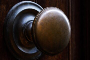 The Doorknob, flash fiction by Phyllis Souza at Spillwords.com
